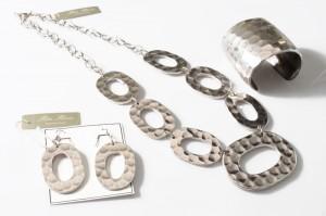 silver3 300x199 Orecchini di bigiotteria